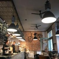 Photo prise au Coffee Corner Bakery par Timka I. le12/6/2017