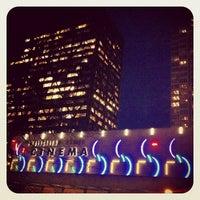 Foto tirada no(a) Embarcadero Center Cinema por Ian W. em 3/1/2013