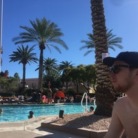 Foto scattata a MGM Grand Pool da Erin M. il 1/28/2018