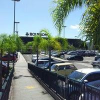Foto tirada no(a) Bourbon Hipermercado por Gabriel H. em 12/22/2012