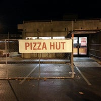 Photo taken at Pizza Hut by J M. on 6/22/2013