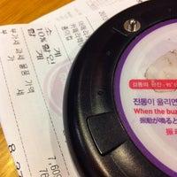 Photo taken at COFFINE GURUNARU by Jee In K. on 1/22/2013