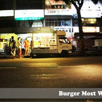 Photo taken at Burger Most Wanted by Grace Ooi G. on 7/29/2013
