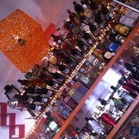 Foto tomada en Flora Lounge por Arturo R. el 6/15/2013