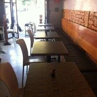 Foto tomada en Flora Lounge por Arturo R. el 4/29/2013