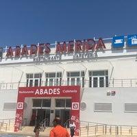 Foto diambil di Abades Mérida oleh Sandeep K. pada 5/5/2018