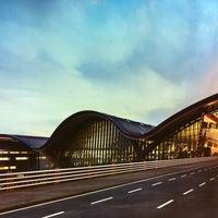 Photo taken at Doha International Airport (DOH) مطار الدوحة الدولي by Carin v. on 4/5/2013
