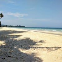Photo taken at Tung Wua Laen Beach by Andreas N. on 3/30/2018