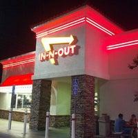 Снимок сделан в In-N-Out Burger пользователем Adí 9/5/2013