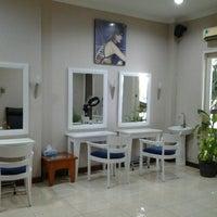 Photo taken at Gaya-ku Salon & Beauty Center by Surti F. on 4/26/2013