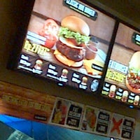Photo taken at Fatburger by Deisy L. on 12/21/2012