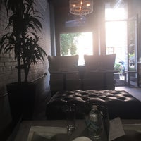 Photo prise au Stingray Lounge par Megan F. le7/5/2015