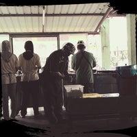 Photo taken at Kedai Makan Simpang Empat Jijan - Kota Seriemas by Moktai T. on 9/21/2014