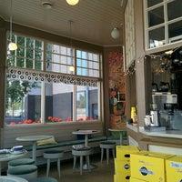 Foto tirada no(a) Café Mutteri por Owen I. em 8/6/2015