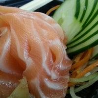 Foto tirada no(a) Fujisan Sushi por Ricardo em 1/13/2013