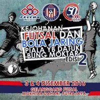 Photo taken at Kompleks Futsal 1Malaysia by Najibah Nur Z. on 12/3/2016