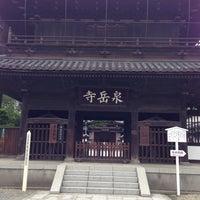 Foto scattata a Sengakuji Temple da Yumi H. il 8/31/2014