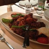 3/8/2013 tarihinde Debbie L.ziyaretçi tarafından Hasir Restaurant'de çekilen fotoğraf