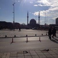 1/13/2016 tarihinde Mmmziyaretçi tarafından Cumhuriyet Meydanı'de çekilen fotoğraf