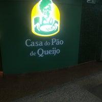 Foto tirada no(a) Casa do Pão de Queijo por Rubens M. em 8/10/2017