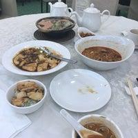 Photo taken at Kung Tak Lam Shanghai Vegetarian Cuisine 功德林上海素食 by Jade F. on 6/24/2017