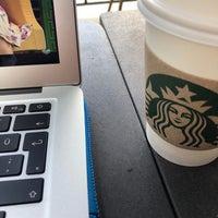 Foto scattata a Starbucks da Kaan Ş. il 9/18/2018