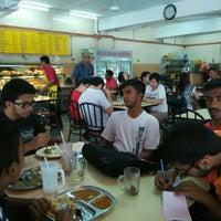 Photo taken at Restoran Selera Moden by Jagdeesh R. on 4/18/2015