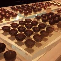 Foto tirada no(a) Fran's Chocolates por Sunita P. em 9/30/2012