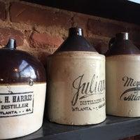 Foto tomada en Old 4th Distillery por Ed J. el 1/23/2016