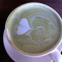 Foto tomada en Coffee Tomo por Eve L. el 1/21/2013
