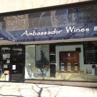 Foto tomada en Ambassador Wines & Spirits por Steven B. el 4/27/2013