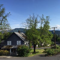 Photo taken at Inn of the White Salmon by Barber B. on 5/18/2015