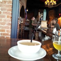 Foto tirada no(a) Angry Minnow Restaurant & Brewery por Joe P. em 7/19/2013