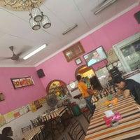 Photo taken at Restaurant Muhibbah Dengkil by Zainuddin A. on 3/23/2016