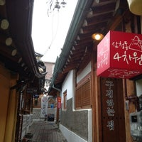 Photo taken at 삼청동 4차원 by 석원 윤. on 8/2/2013
