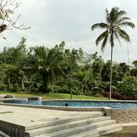 Photo taken at The Cangkringan Jogja Villas & Spa by Hanung K. on 12/30/2013