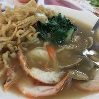 Photo taken at Hua Yu Wee Restaurant by followLin on 4/30/2017