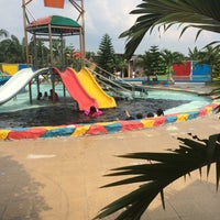 Photo taken at Istana Water Park by Hendrizal on 3/13/2016