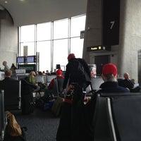 รูปภาพถ่ายที่ Terminal A โดย BJ R. เมื่อ 1/26/2013