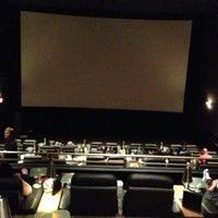 Photo prise au Cinepolis Luxury Cinemas par Kerry C. le3/18/2013