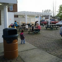 Photo taken at Honey Hut Ice Cream Shoppe by Keith on 4/27/2013