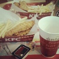Das Foto wurde bei KFC von Juliana D. am 11/14/2012 aufgenommen