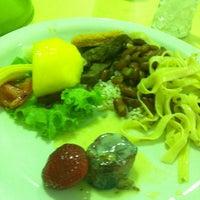 Photo taken at Restaurante Chinês by Cheyenne D. on 10/26/2012