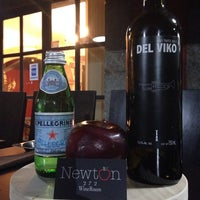 Das Foto wurde bei Newton 272 Wine & Mezcal Room von Isaac Z. am 1/9/2014 aufgenommen