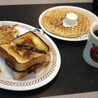 Photo taken at Waffle House by Emmanuel A. on 7/25/2013