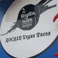 Das Foto wurde bei Vegan Nom Truck von C K. am 4/19/2014 aufgenommen
