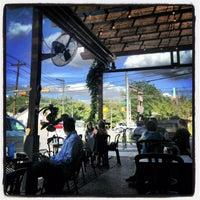 Das Foto wurde bei Bouldin Creek Café von C K. am 7/27/2013 aufgenommen