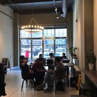 Foto tirada no(a) King's Street Coffee por Paul W. em 6/29/2018