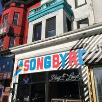 Foto scattata a Songbyrd Record Cafe da Paul W. il 3/31/2018