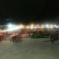 Photo taken at Medan Ikan Bakar Pantai Jeram by Zuebadreiza B. on 4/19/2013